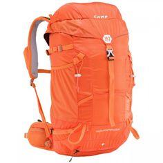 Batoh Camp M3 s objemom 30 litrov je ako stvorený na jednodňové výlety, ponecháva priestor na to najdôležitejšie avšak má o to nižšiu hmotnosť. #batoh #turistika #lezenie #skialpinizmus # skialp Laptop Rucksack, Backpack Online, Backpack Camping, Alpine Climbing, Waterproof Coat, Unisex, Trainer, Mountaineering, Backpacks