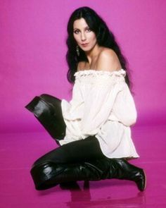 Jess' pick - Cher on pink. Like the vibrancy of colour<br> 70s Fashion, Vintage Fashion, Fashion Outfits, Divas, Cher Photos, 70s Mode, Cher Bono, Look Vintage, Vogue Magazine