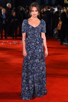 Alicia Vikander en Louis Vuitton à la première de The Light Between Oceans à Londres