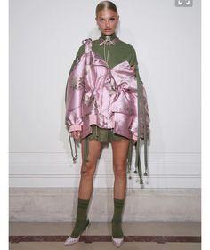 "545 Me gusta, 7 comentarios - Berna Ulutas (@mybudesign) en Instagram: ""Fenty x Puma Spring 2017 Ready-to-Wear Fashion Show #fentyxpuma #beautifulcollection #styling…"""