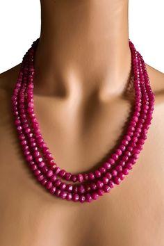 Collier mit natürlichen, facettierten Rubinen 6x5 mm Perlen-Reihen 41,5-46,5 cm 387 ct. Verstellbare Seidenbänder Handgefertigt in Indien Unikat. #JOY #Einzelstücke #Rubin #Collier #rubincollier #rubinschmuck #handgefertigt #facettiert #faceted #unikat #ruby #Necklace #rubynecklace #handmade #handmadejewelry #rubyjewelry #rubyjewellery #jewelry #jewellery #schmuck #unique #Geschenk #Geschenkidee #gift #Handarbeit #Schmuckliebe #collarderubí #rubiinikaulaketju #collanadirubini #rubinhalskjede Beaded Necklace, Necklaces, Pendant Necklace, Ruby Jewelry, Pendants, Gift Ideas, Gifts, Fashion, Handmade Jewelry