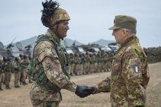 General_Domröse_meets_Troops,_Capo_Teulada,_Sardinia,_NATO_Trident_Juncture_15_(22796076861).jpg (4329×2881)