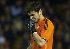 Casillas, el peor parado en el reparto de silbidos. La afición del Real Madrid recibió a sus jugadores con un moderado enfado tras el 4-0 encajado - See more at: http://multienlaces.com/casillas-el-peor-parado-en-el-reparto-de-silbidos/#sthash.0gt1e1eP.dpuf