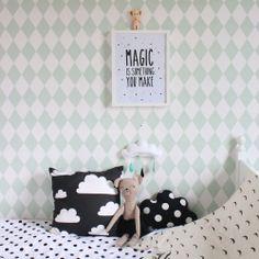 Poster Magic de Eeflillemoor. Lo encontrarás en nuestra e-shop : http://www.decoandkids.com/es/cuadros-infantiles/104-lamina-magic-is-something-you-make-.html