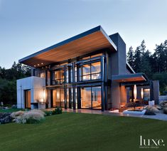 On the edge of the glistening waters of Puget Sound, with Mount Rainier rising majestically in the distance, sits this modern Fox Island house.