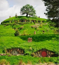 Visit the Shire! The famous rolling hills of Matamata – where Hobbiton was filmed in The Lord of the Rings trilogy and the upcoming The Hobbit film. Image by Ian Brodie c/o Tourism New Zealand Oh The Places You'll Go, Places To Travel, Casa Dos Hobbits, France 5, Beau Site, New Zealand Travel, Adventure Is Out There, Middle Earth, Lord Of The Rings