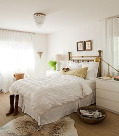 Neutral Bedroom Design, LOVE the brass bed Decor, White Bedroom Design, Bedroom Inspirations, Home Bedroom, Bedroom Decor, Brass Bed, White Bedroom, Home Decor, Eclectic Bedroom