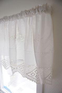 love this curtain!!! (Norwegian farmhouse)