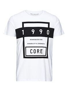 - Slim fit T-shirt for a sleek look - 100% soft cotton for comfortable wear - Sharp and on-trend contrast graphic print - The model is wearing a size L and is 187 cm tall - CORE by JACK & JONES