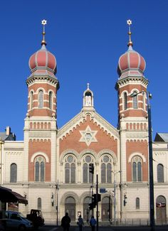 The Great Synagogue (Czech: Velká Synagoga) in Plzeň (Pilsen), Czech Republic is the second largest synagogue in Europe Jewish Synagogue, Jewish Temple, Famous Saints, Famous Castles, Cathedral Church, Place Of Worship, Taj Mahal, Europe, Jewish Art