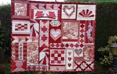 """rood/witte quilt """"Hartendief"""", zelf ontworpen met gebruik van bestaande blokken en zelf verzonnen blokken."""