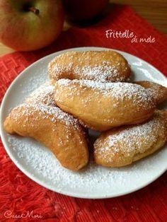 Frittelle di mele Desserts To Make, Delicious Desserts, Apple Recipes, Cake Recipes, Pancake Muffins, English Food, Pretzel Bites, Biscotti, Italian Recipes