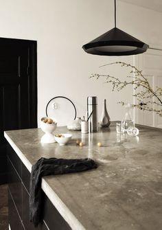 Black kitchen #kitchen design #modern kitchen design #kitchen decorating| http://awesome-kitchen-stuffs-collections.blogspot.com