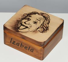 Albert Einstein pudełko. Box. Casket Casket, Albert Einstein, Decorative Boxes, Decorative Storage Boxes