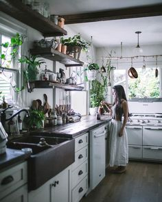 Home Decoration Ideas: Kitchen Interior Design Inspiration. Decorating With Indoor Plants. #greenery #kitchen