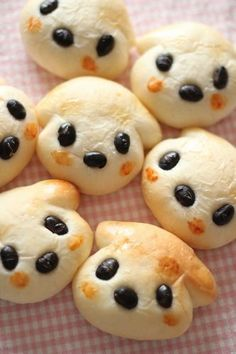 """Dog bread (but I think it looks like lamb bread). No recipe/tutorial, but I bet that those are cooked black beans with """"rosy"""" cheeks from turmeric or annatto."""
