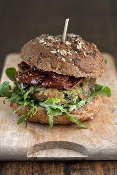 HAMBURGER VEGETARIANO - http://cucinalia.net/2013/08/09/hamburger-vegetariano/