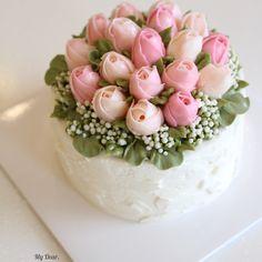 "92 Likes, 5 Comments - MyDear,cake (@mydearcake_korea) on Instagram: ""🌷🌷🌷 #플라워컵케익 #플라워케이크 #마이디어 #마이디어케이크 #베이킹 #컵케익 #flowercake #mydearcake #수원 #광교 #동탄 #영통 #선물 #cupcakes…"""
