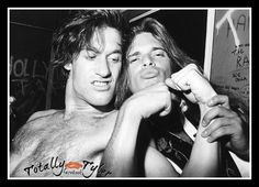 @JoePerry GETTIN' A LITTLE TRIPPY WITH DAVID LEE ROTH. ITZ TRIP HOPPIN' THURSDAY! ON FACEBOOK/TOTALLY TYLER @BilliePerry
