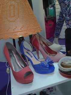 Ahora les quiero poner zapatos para que sepan lo que esta de moda en los pies. Like? <3