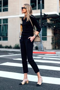 Blond woman with black sweater Ann Taylor Chanel Slingback black ankle pants . - Blond woman with black sweater Ann Taylor Chanel Slingback black ankle pants … - Mode Outfits, Fall Outfits, Fashion Outfits, Travel Outfits, Stylish Outfits, Business Outfit Damen, Business Attire, Business Clothes, Ann Taylor