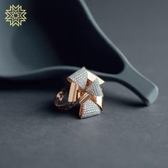 Add bling to your evening! Gold Jewelry Simple, Gold Rings Jewelry, Stylish Jewelry, Diamond Jewelry, Fashion Jewelry, Gold Ring Designs, Gold Jewellery Design, Manubhai Jewellers, Gold Finger Rings