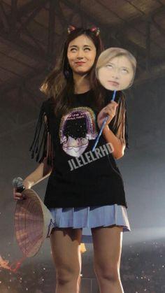Nayeon, Kpop Girl Groups, Korean Girl Groups, Kpop Girls, Twice Tzuyu, Twice Dahyun, Memes Funny Faces, Funny Kpop Memes, Twice Show