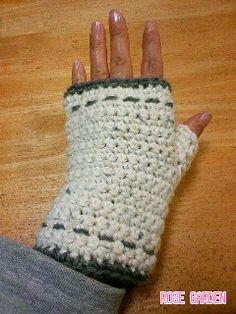 最近このタイプの手袋をよく見かけるので私も編んでみました。