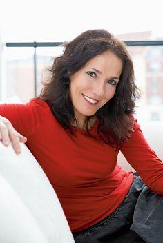 Charlotte Hartvig er klinisk diætist og indehaver af Kost Klinikken Immanuel i Hellerup. Hun er forfatter eller medforfatter til adskillige bøger, bl.a. Skrump dig glad, Skrump dig smuk, Spis dig gravid samt bestsellerne Spis maven flad, Hold maven flad og Stop yoyovægten.