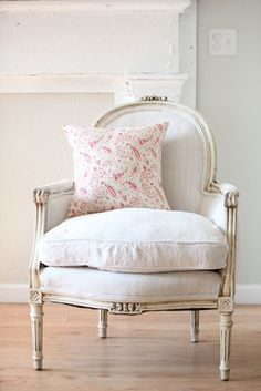 38 Adorable White Washed Furniture Pieces For Shabby Chic And Beach Décor - DigsDigs French Chairs, Shabby Chic Furniture, Decor, Furniture, White Chair, White Washed Furniture, Shabby Chic Decor, Swedish Decor, Home Decor
