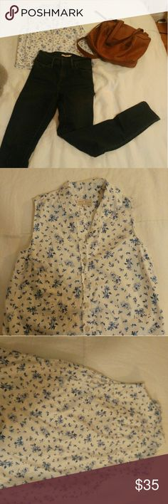 Button down floral cropped top Great basic cropped top never worn perfect w mom jeans or high waist skirt. Jack Wills Tops Crop Tops