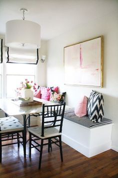 A blogger's rental home full of steal-worthy DIYs | Photography : Rita Crane Read More on SMP: http://www.stylemepretty.com/living/2016/02/11/a-bloggers-rental-home-full-of-steal-worthy-diys/