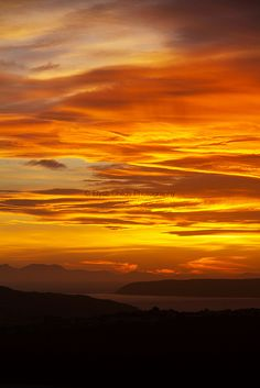 Sunset by Titahi Bay, Mana Island and the South Island of New Zealand | © Elyse Childs Photography