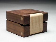 Ring box in walnut