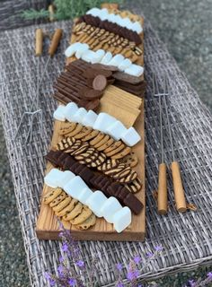 S'more Charcuterie Board — Dreaming of Homemaking - Zoey M. Köstliche Desserts, Delicious Desserts, Dessert Recipes, Yummy Food, Health Desserts, Good Food, Charcuterie Recipes, Charcuterie And Cheese Board, Cheese Boards