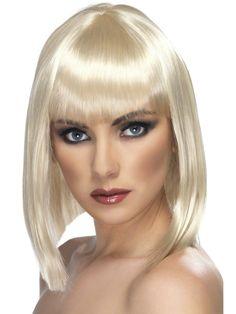 Marzysz o zmianie koloru włosów choć na chwilę? Peruka Glam w kolorze blond pozwoli sprawdzić czy będzie Ci do twarzy w nowej fryzurze.