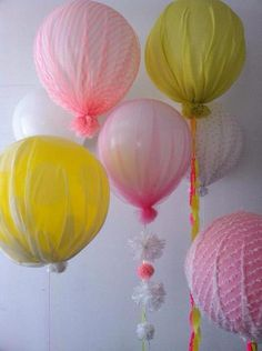 Ballonnen met stof eromheen ! Wat een prachtig effect!!