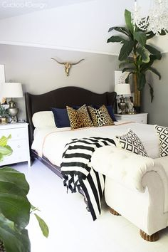 Great decorating idea for lovers of the safari look! We love to throw in a mixtu. - Bedroom Decor Ideas ~ Design for Dreamers - Home Lilla Master Bedroom Design, Home Decor Bedroom, Diy Home Decor, Bedroom Designs, Bedroom Furniture, Bedroom Ideas, Decor Room, Furniture Layout, White Furniture