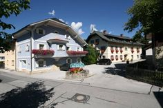 G�stehaus Katharina Schladming In a quiet location in the centre of Schladming, G?stehaus Katharina is an 8-minute walk from the Planai Cable Car. It offers a large garden, a sauna, and free WiFi in public areas.