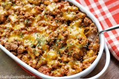 This easy keto cheeseburger casserole is hearty and filling and makes a wonderful low carb alternative to cheeseburger. You won't miss the bun! Healthy Casserole Recipes, Beef Recipes, Low Carb Recipes, Cooking Recipes, Healthy Recipes, Keto Casserole, Keto Foods, Breakfast Low Carb, Cena Keto