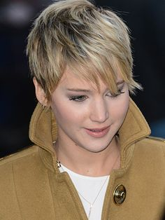 Stuck in a pixie cut rut? Take a cue (or from Jennifer Lawrence-she's been able to prove just how versatile a pixie can be in a matter of months. Jennifer Lawrence Short Hair, Jennifer Lawrence Images, Jenifer Lawrence, Pixie Hairstyles, Pixie Haircut, Short Hairstyles For Women, Cool Hairstyles, Short Grey Hair, Short Hair Cuts