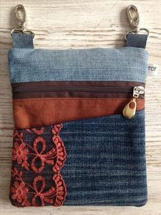 Stoer Denim Heuptasje Door Www.To - Diy Crafts Denim Purse, Tote Purse, Tote Bags, Pochette Diy, Jean Purses, Denim Crafts, Handmade Purses, Hip Bag, Recycled Denim
