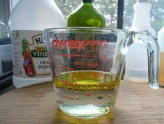 Mélange vinaigre blanc et huile d'olive pour meuble en bois