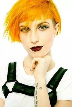 One of those crazy girls Hayley Paramore, Paramore Hayley Williams, Hayley Williams Short Hair, Hair Reference, Music People, Crazy Girls, Pretty Pictures, Hair Goals, Pretty Woman