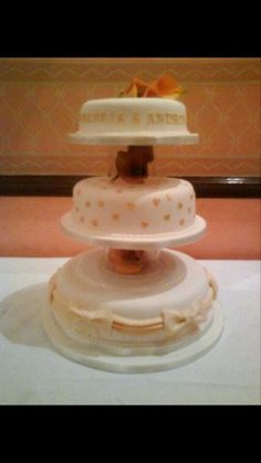 Gold hearts and bows wedding cake