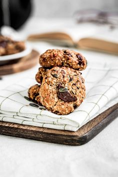 Dairy Free Chocolate Chips, Chocolate Cookies, Sweetly Cake, Almond Butter Cookies, Cake Blog, Oatmeal Recipes, Healthy Cookies, Coconut Sugar, Oatmeal Cookies