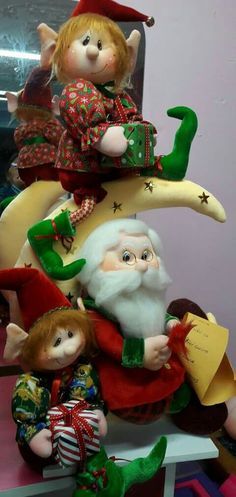 Santa and friends - what cute faces Felt Christmas Decorations, Christmas Elf, Holiday Ornaments, Christmas Crafts, Holiday Decor, Elves And Fairies, Fairy Dolls, Soft Sculpture, Xmas Tree