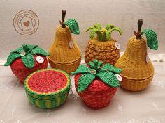 Фотография Doll Crafts, Yarn Crafts, Diy And Crafts, Arts And Crafts, Newspaper Basket, Newspaper Crafts, Paper Weaving, Weaving Art, Paper Quilling