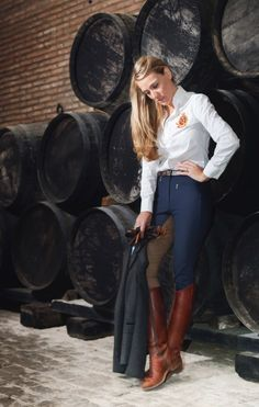 Kicked in the Head: The Equestrian Helmet Preppy Mode, Preppy Style, My Style, Women's Equestrian, Equestrian Outfits, Equestrian Fashion, Mode Outfits, Casual Outfits, Estilo Cowgirl