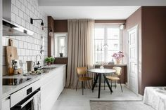A small studio apartment painted in a stunning shade of pink, with a loft bed ánd a walk in closet Girls Apartment, Apartment Living, Small Apartments, Small Spaces, Mezzanine Bedroom, Pink Houses, Easy Home Decor, Walk In Closet, Home Studio